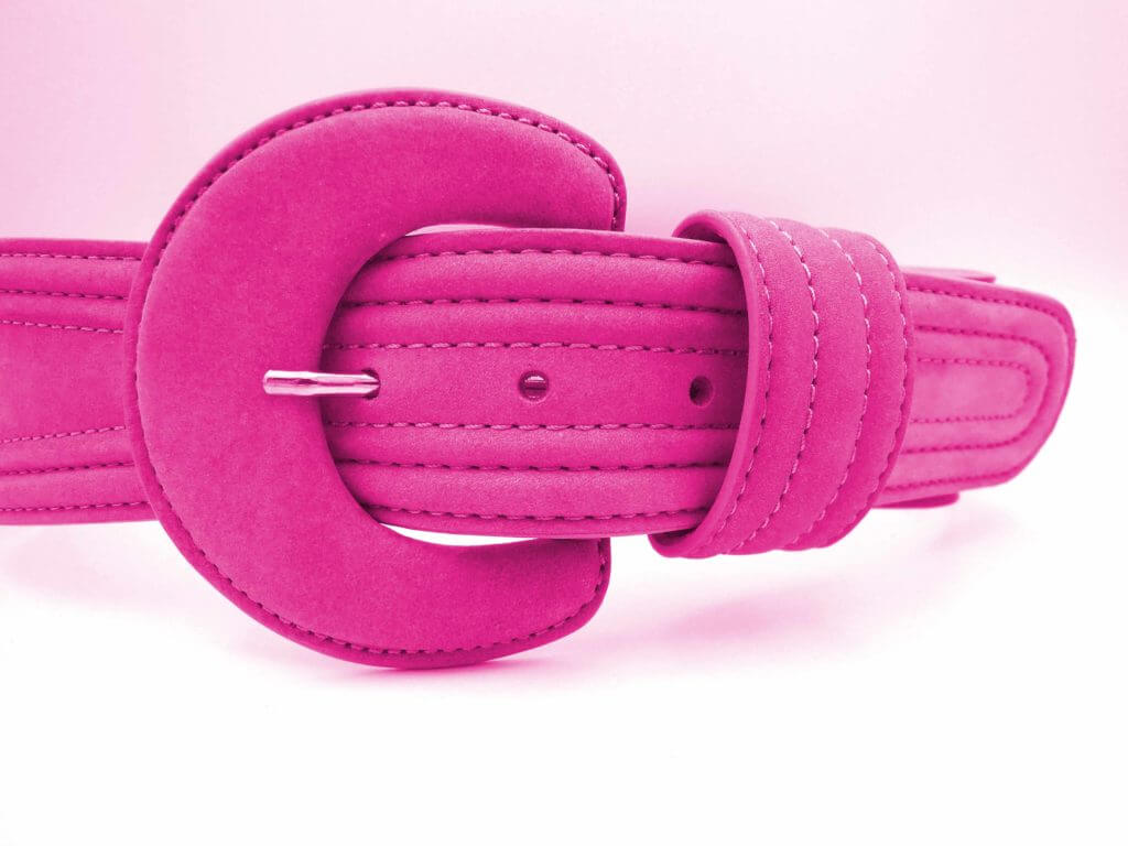 ピンク色のベルト