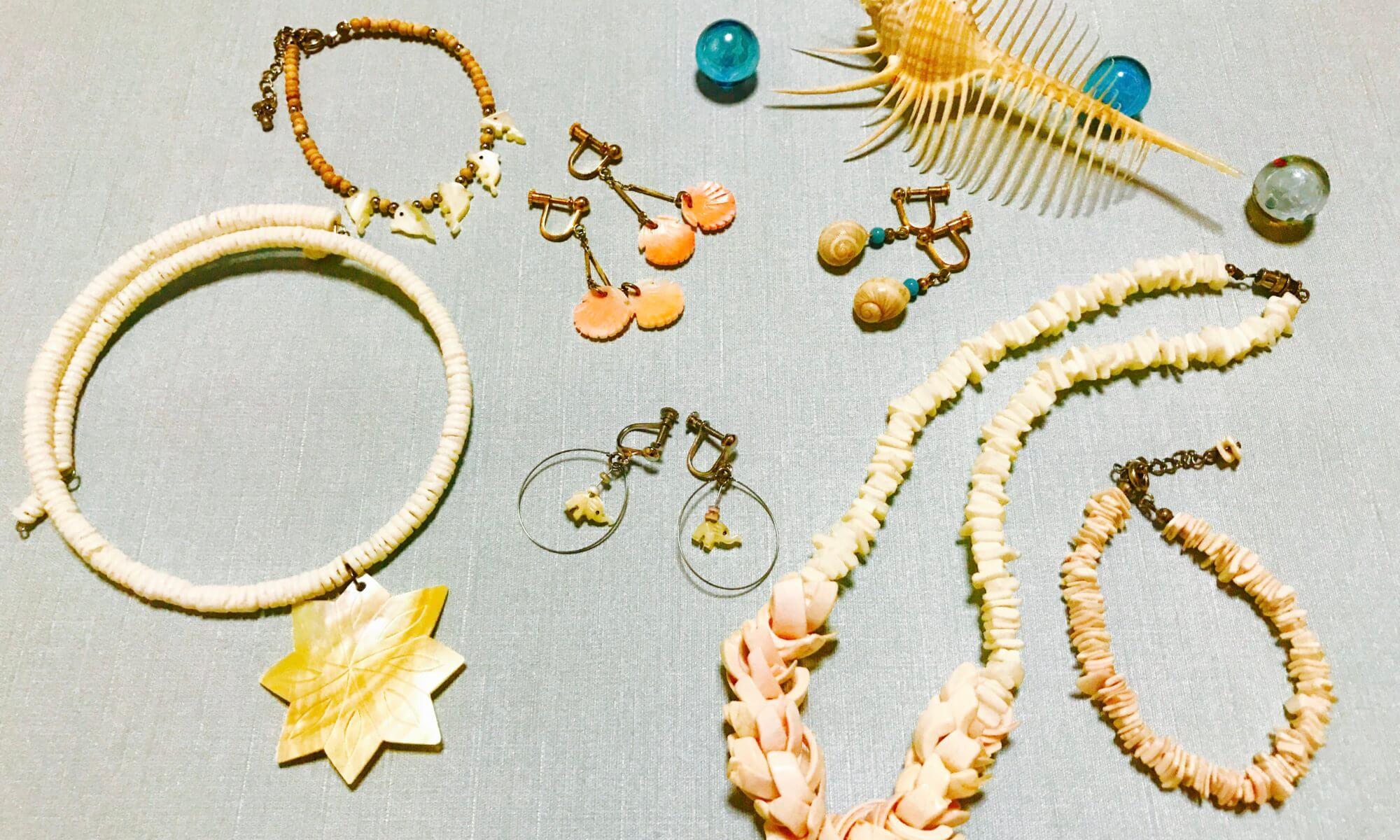 貝殻のネックレス、貝殻のイヤリング、貝殻のブレスレット