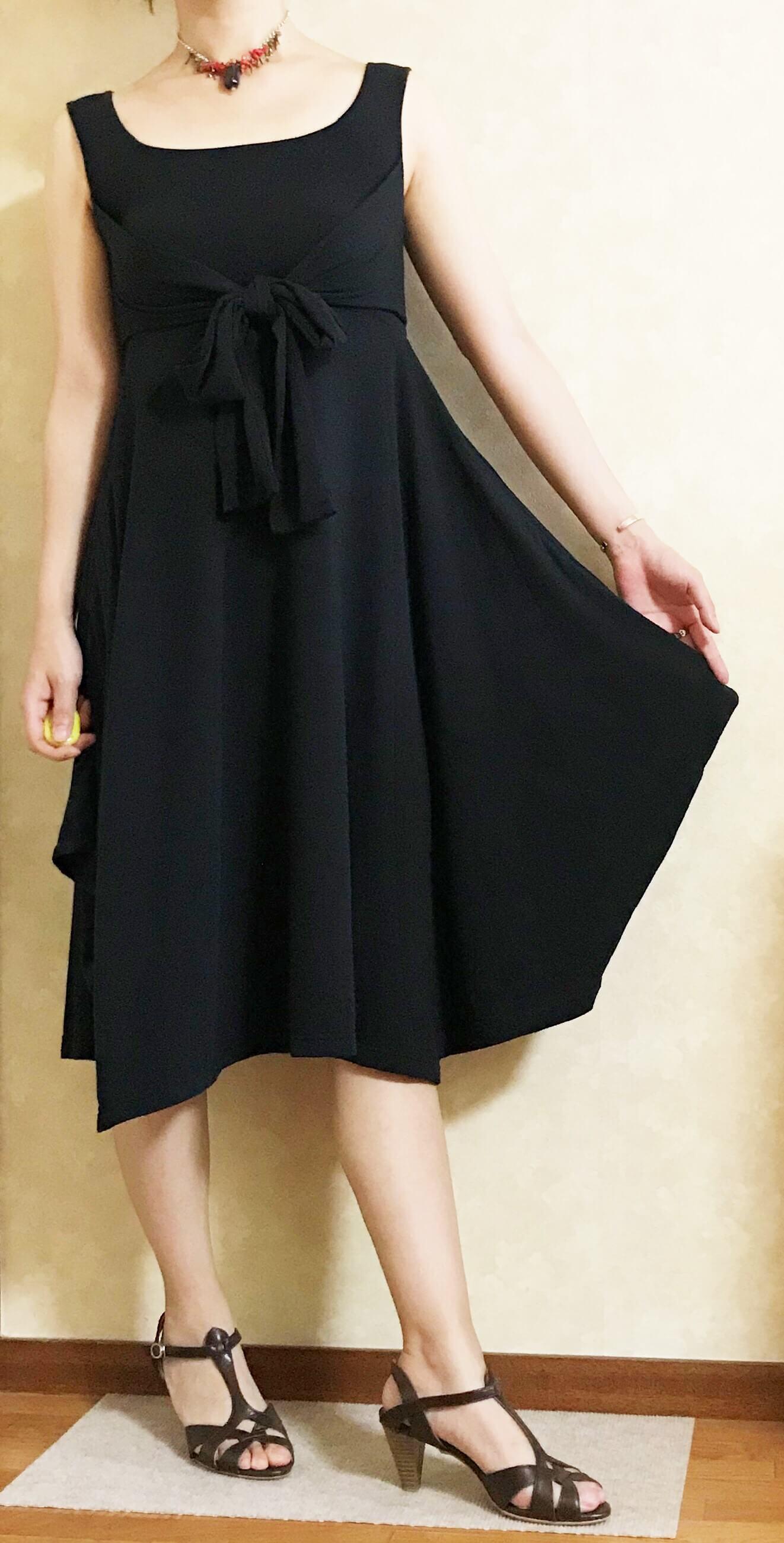 ブラックのワンピース(スカートの形)