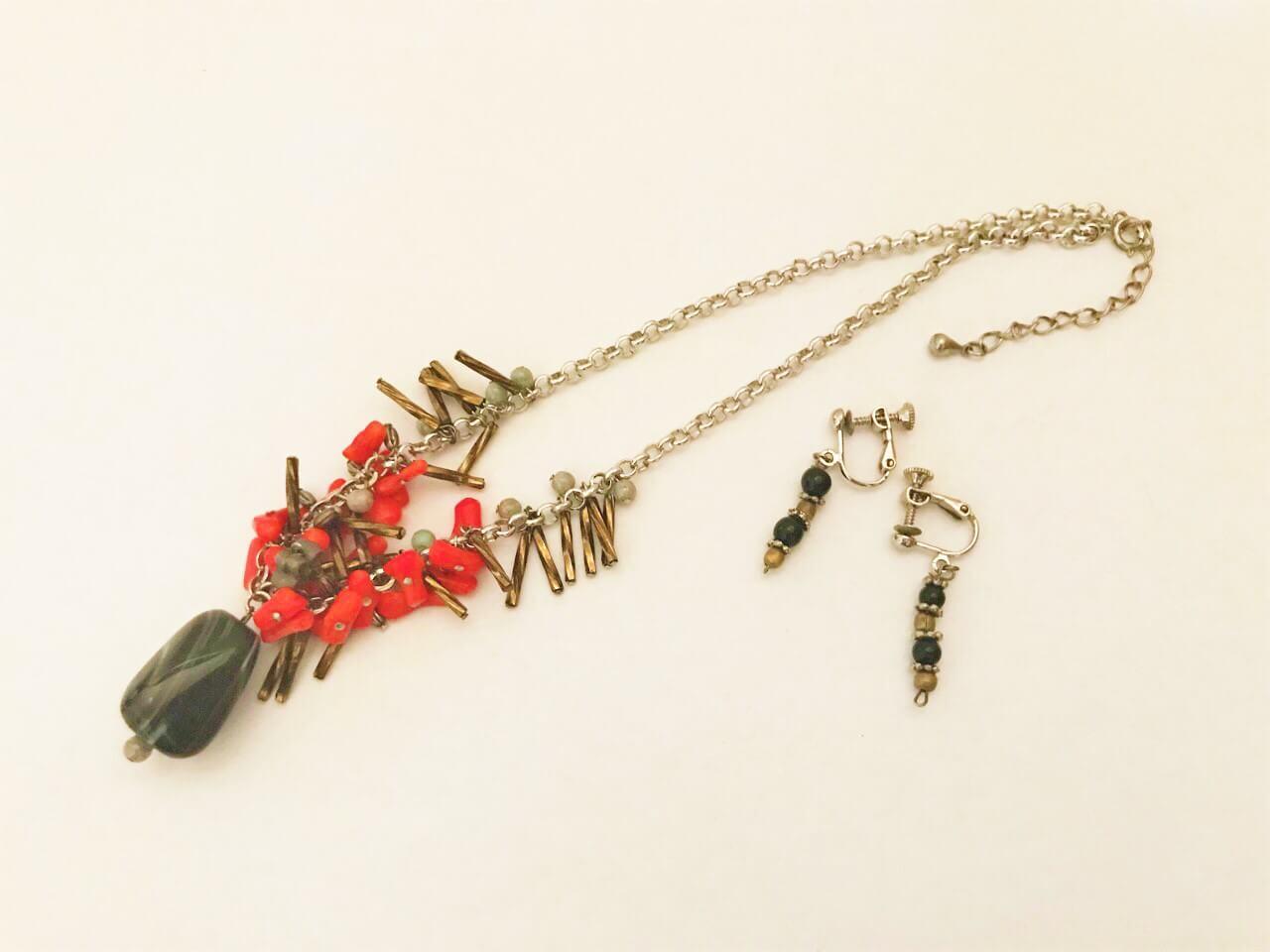 黒い石のボヘミアンネックレスとイヤリング